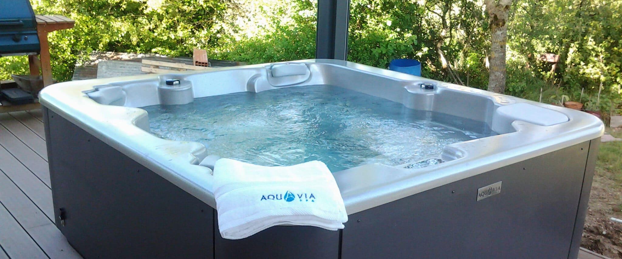 Buy the easy access hot tub Aqualife 5 - Aquavia Spa UK