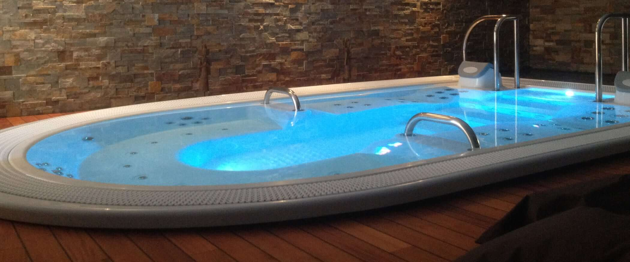 Buy the overflow, design and luxury hot tub Izaro - Aquavia Spa UK