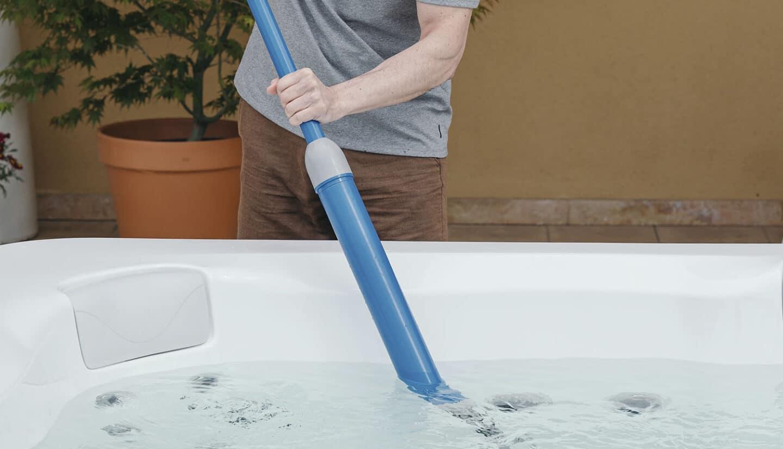 Hot tub bottom cleaning kit